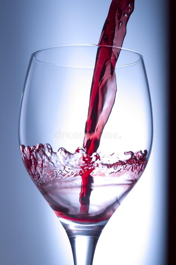Respingo do vinho vermelho foto de stock