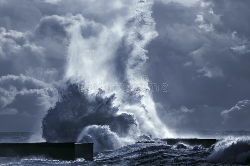 Respingo grande da onda do mar imagem de stock royalty free