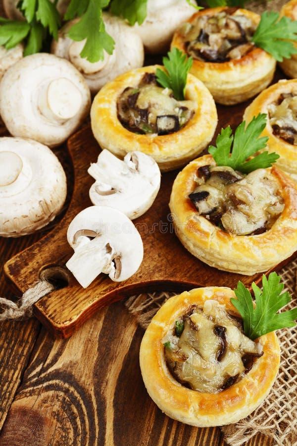 Download Respiradouro Do Au Do Vol Com Enchimento Do Cogumelo Foto de Stock - Imagem de farinha, delicioso: 65579750
