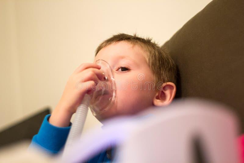 Respiratorisk medicinsk behandling arkivfoto