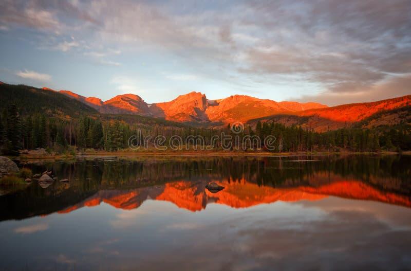 Resplandor de la mañana en Sprague Lake fotografía de archivo libre de regalías