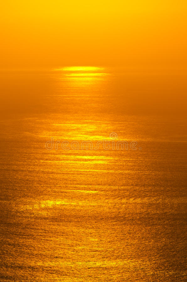 Resplandor De La Salida Del Sol Del Océano Imagen de archivo