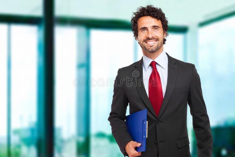 Responsabile maschio nel suo ufficio fotografia stock