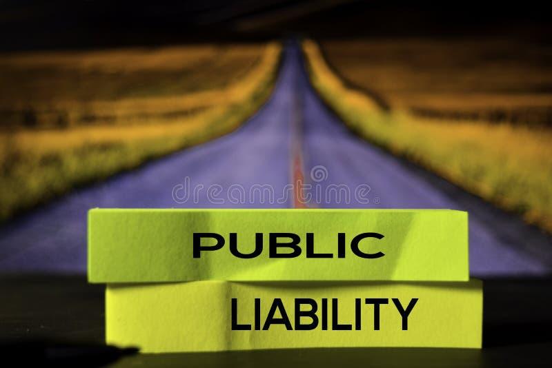 Responsabilidade pública nas notas pegajosas com fundo do bokeh foto de stock royalty free