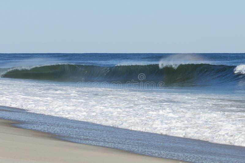 Ressac Cresting sur la plage photo libre de droits