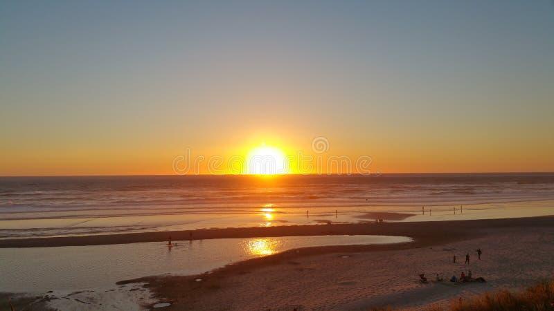 Ressac de coucher du soleil de côte de l'Orégon photos libres de droits