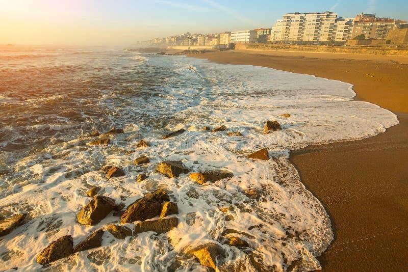 Exceptionnel Ressac Paisible D'océan Sur La Plage De Porto, Portugal Nature  TG63