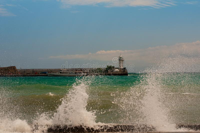 Ressaca após uma tempestade forte Yalta, Crimeia fotos de stock royalty free