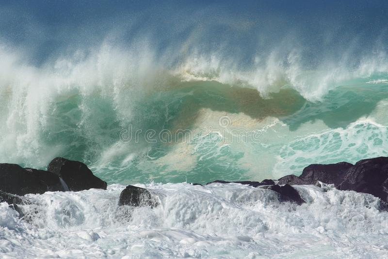 Ressaca norte do inverno da costa das ondas fotografia de stock