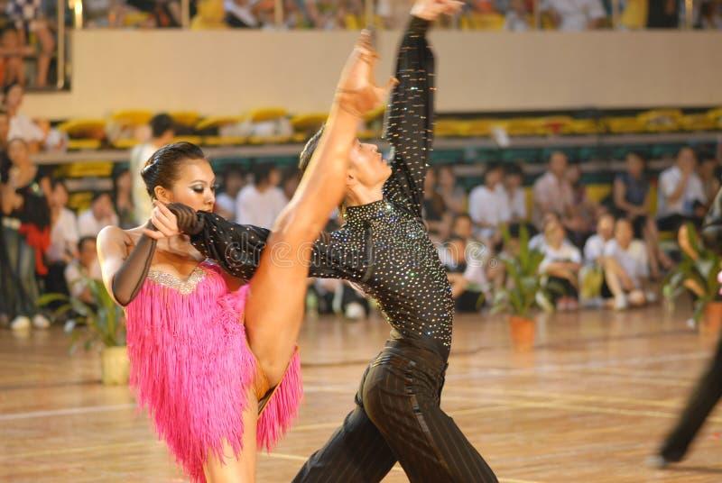 Ressortissant fendu de danse de norme internationale de la Chine Nan-Tchang de coup-de-pied ouvert photos libres de droits