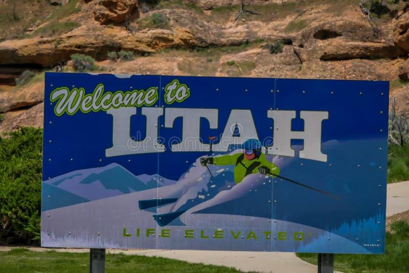 RESSORTS DE THOMPSON, UTAH - JUIN, 07, 2018 : L'accueil vers l'Utah se connectent l'autoroute nationale 70 en Thompson Springs, U photo stock