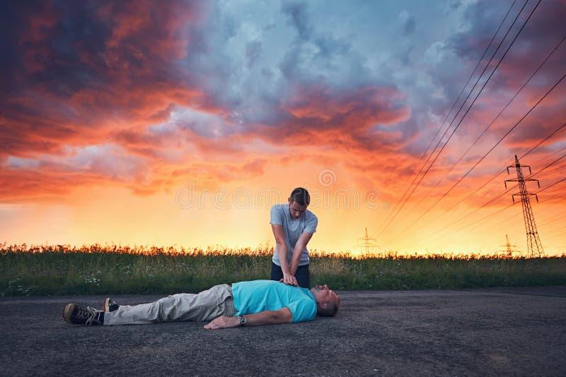 Ressuscitation dramatique pendant la tempête photographie stock libre de droits