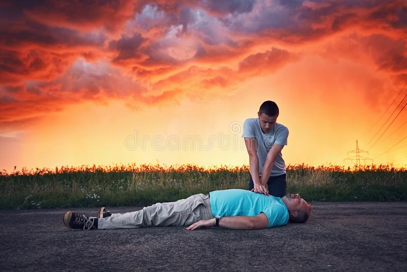 Ressuscitation dramatique pendant la tempête photo stock