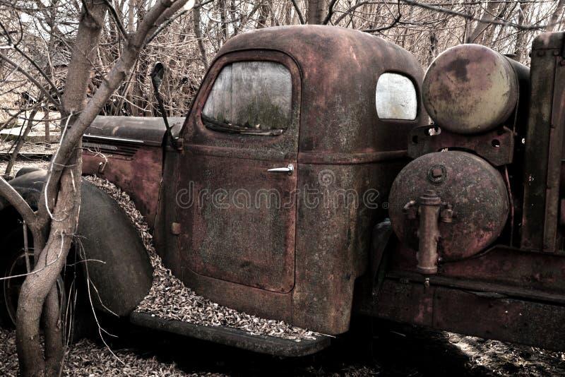 Rest av den gamla arbetshästlastbilen royaltyfri fotografi