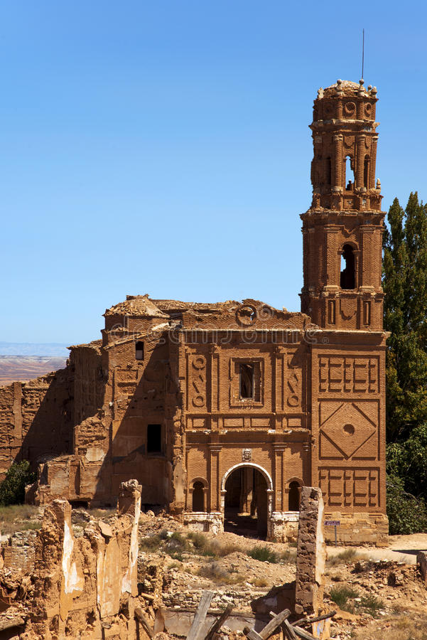 Rest av den gamla staden av Belchite, Spanien royaltyfri bild