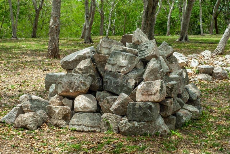 Rest av det Mayan f?rd?rvar av det arkeologiska omr?det av Uxmal arkivfoton