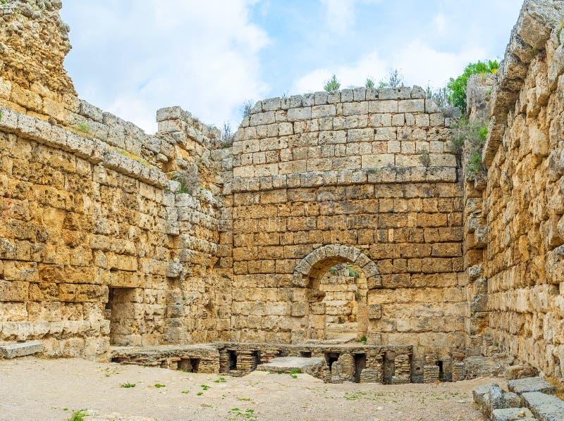 Rest av Roman Baths i Perge royaltyfria foton