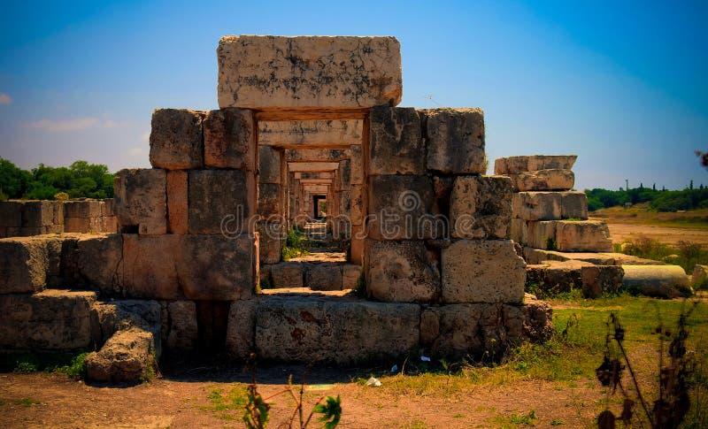 Rest av tribunkapplöpningsbanan i forntida kolonnutgrävningplats i däck på Libanon arkivbilder