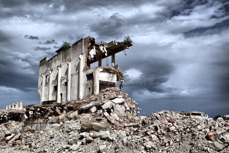 Rest från rivningen av övergivna byggnader royaltyfria foton
