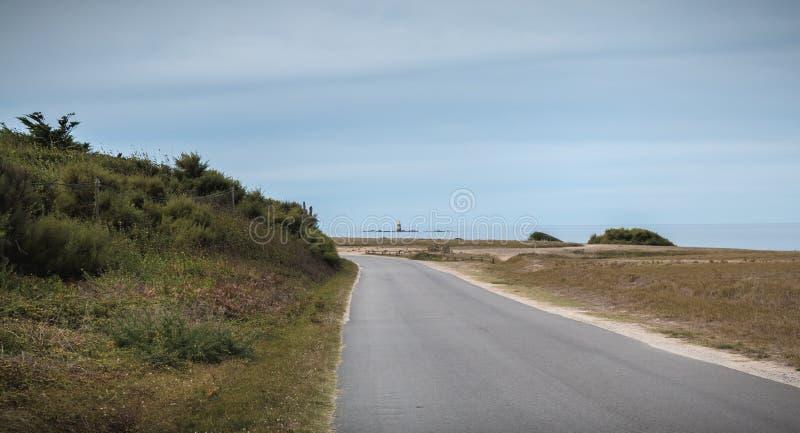 Rest van een seinpaal in Pointe du But op Yeu-Eiland stock foto