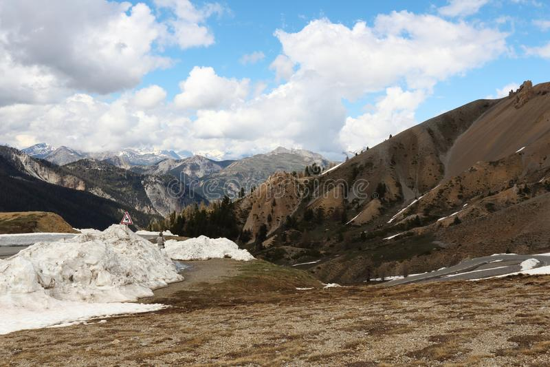 Restantes da neve no déserte de Casse do La, parque natural de Queyras do francês fotos de stock royalty free