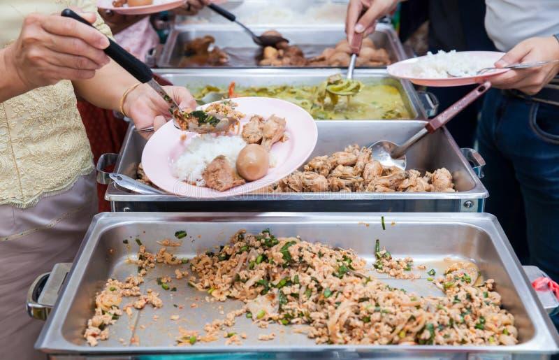 Restauração do bufete do alimento que janta comendo o partido que compartilha do conceito fotos de stock royalty free