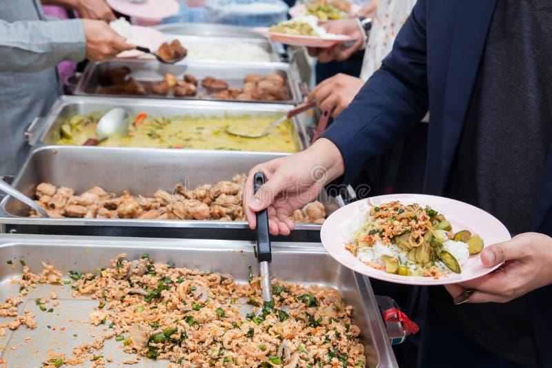 Restauração do bufete do alimento que janta comendo o partido que compartilha do conceito fotografia de stock
