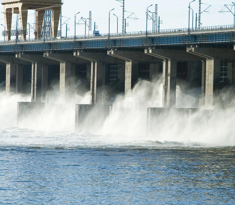 Restauración del agua en la central eléctrica hidroelectric fotografía de archivo