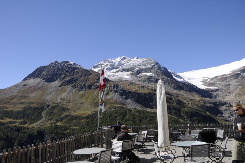 restauracja na górze Alp Grà ¼ m z doskonalić widokiem Posciavo zdjęcie royalty free