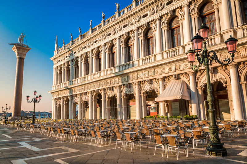 Restauracja przed otwierać na St Mark kwadracie w Wenecja obrazy royalty free
