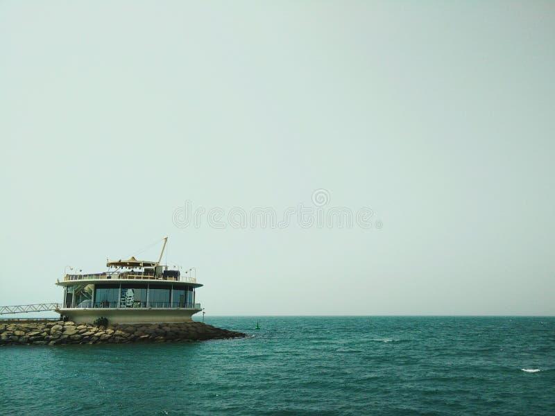 Download Restauracja przy morzem obraz stock. Obraz złożonej z równowaga - 57653763