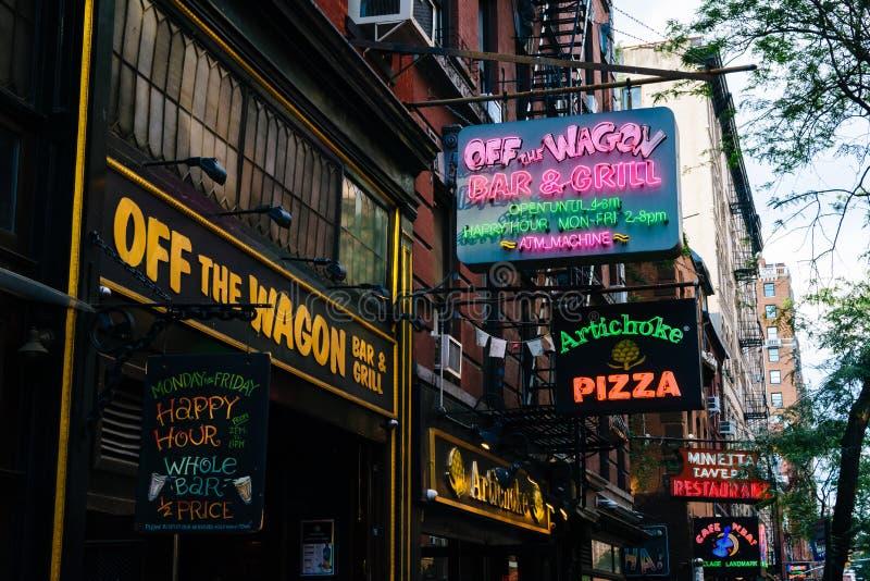Restauracje i bary na Macdougal ulicie w greenwichu village, Manhattan, Miasto Nowy Jork zdjęcia stock