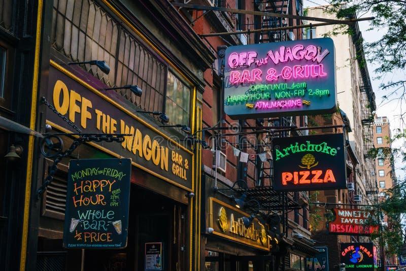 Restauracje i bary na Macdougal ulicie w greenwichu village, Manhattan, Miasto Nowy Jork obrazy stock