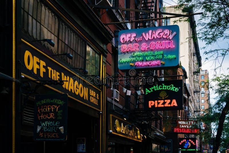 Restauracje i bary na Macdougal ulicie w greenwichu village, Manhattan, Miasto Nowy Jork zdjęcie royalty free