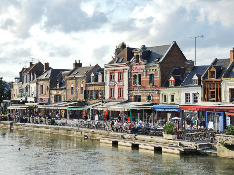 Restauracje na Quai Belu w Amiens mieście fotografia royalty free