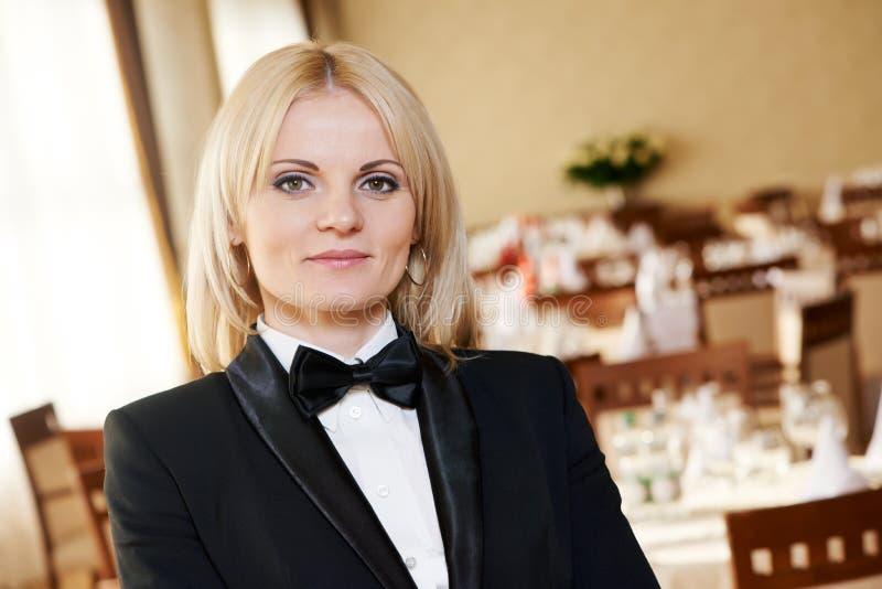 Restauracyjna kierownik kobieta przy miejscem pracy obrazy royalty free