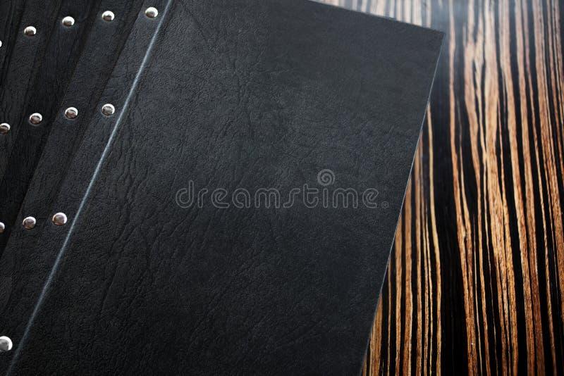 Restauracyjny menu na stole zdjęcia stock