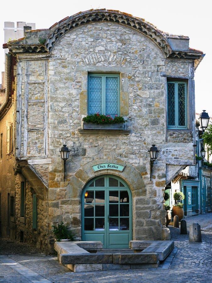 Restaurang i gammalt hus i medeltida fästning arkivbilder