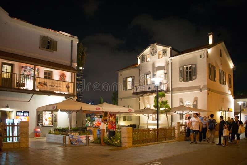 Restauranger och shoppar på Sarona, Tel Aviv royaltyfri bild