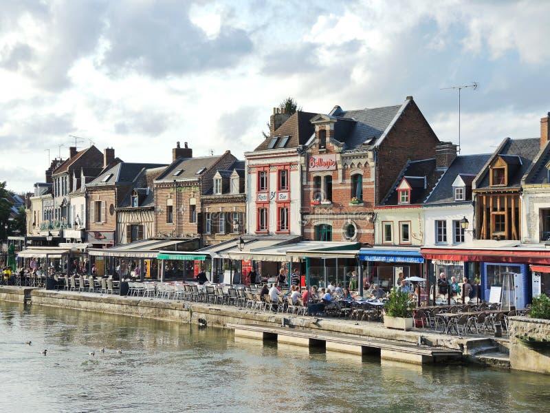 Restauranger på Quai Belu i den Amiens staden royaltyfri fotografi