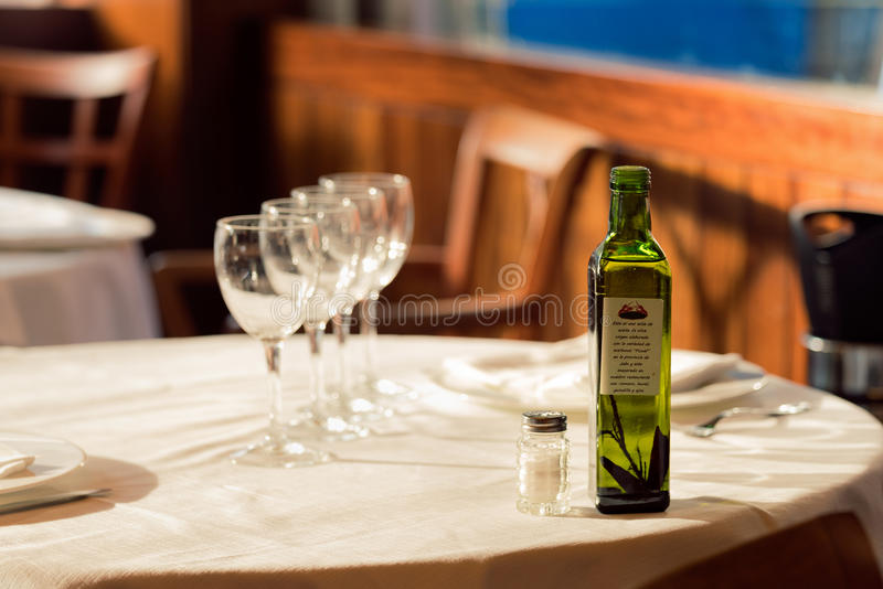 Restaurangservarna för lunch Foto med härlig bokeh arkivfoton