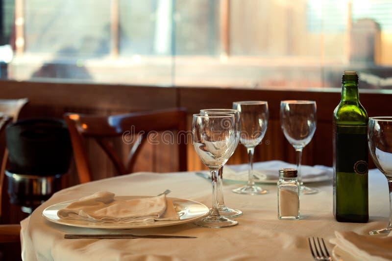 Restaurangservarna för lunch Foto med härlig bokeh royaltyfri foto