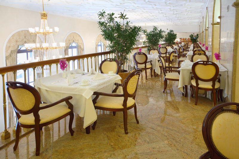 Restaurant au balcon dans l'hôtel Ukraine photographie stock