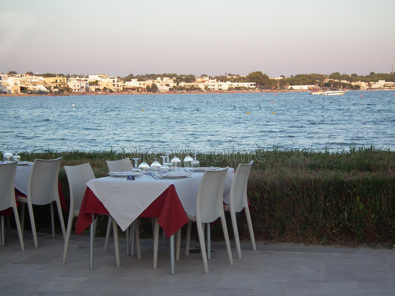 Restaurant auf der Seeseite stockfotos