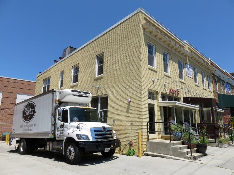Restaurant de 2 Amys et camion d'approvisionnements alimentaires images stock