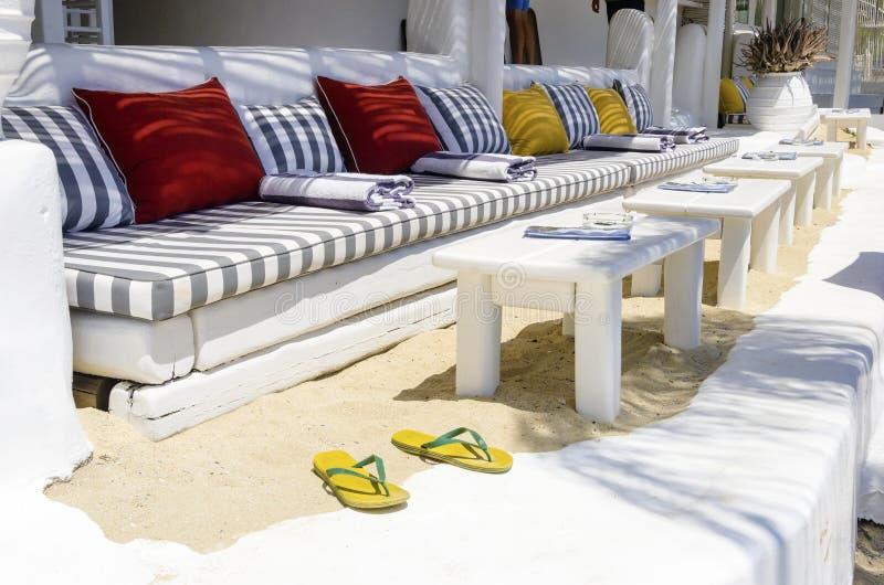 Restaurant de barre de plage, Mykonos photographie stock libre de droits