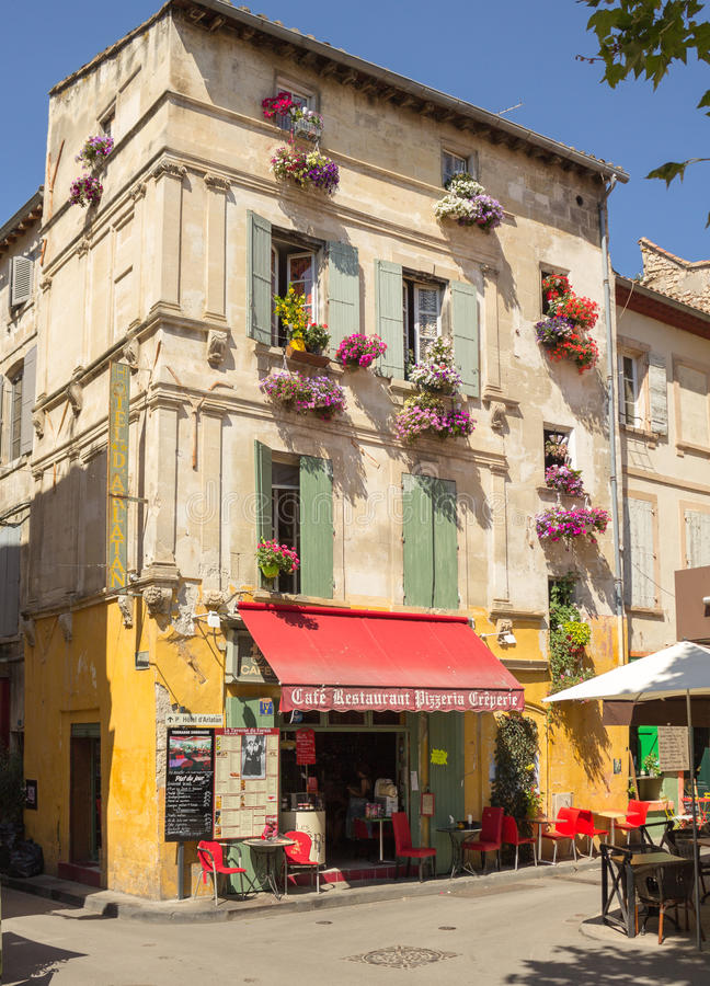 Restaurant de café de bar de barre de la Provence de Frances de Place du Forum Arles photo stock