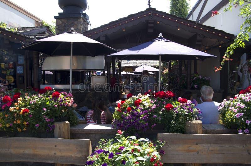 Restaurant in de Duitse stad van Leavenworth stock foto