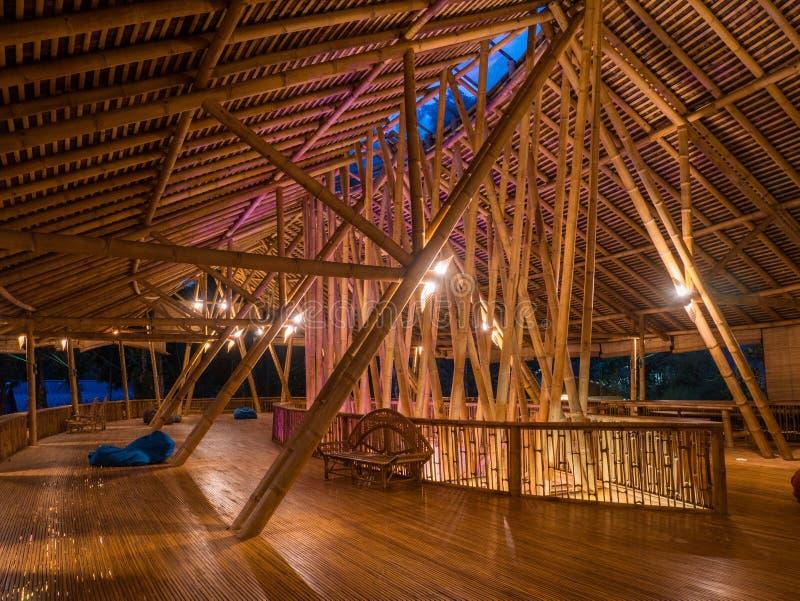 Restaurant de Kapal Bambu dans Ecolodge Bukit Lawang, Indonésie image stock