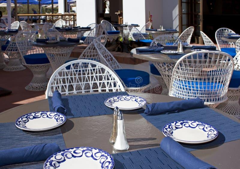 Restaurant et bar extérieurs de patio photographie stock libre de droits